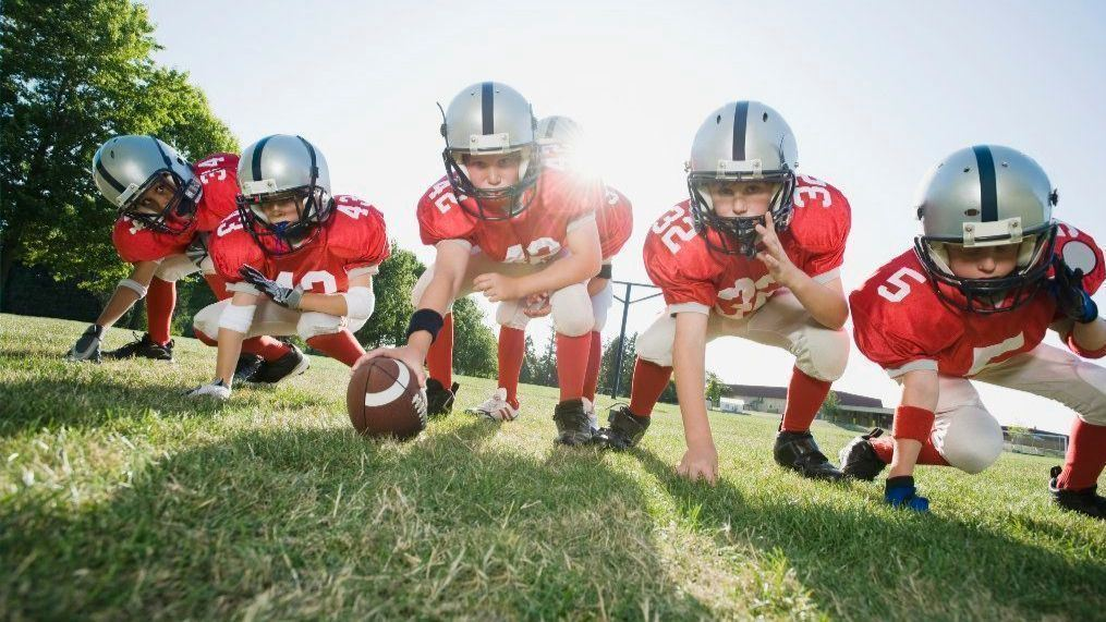 sc-hlth-youth-football-players-head-injury-risk-1025